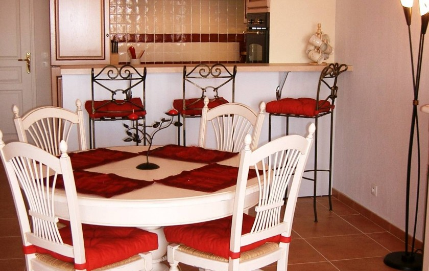 Location de vacances - Appartement à Juan les Pins - Cuisine avec coin repas