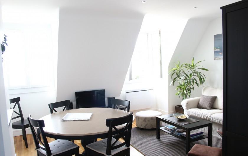 Location de vacances - Appartement à Saint-Malo - Le coin repas ensoleillé