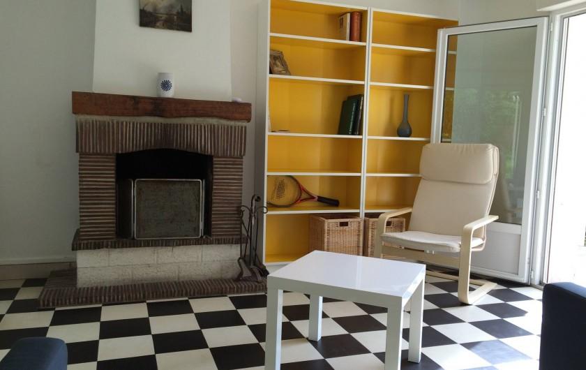 Location de vacances - Maison - Villa à Dieppe - Depuis la photo, j'ai rempli la bibliothèque de livres (fr, en, nl) et de BD