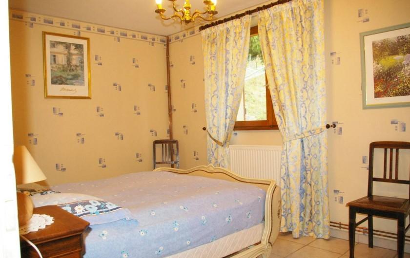 """Location de vacances - Appartement à Thannenkirch - """"LE CERISIER"""" Chambre lit 1,60 x 1,90"""