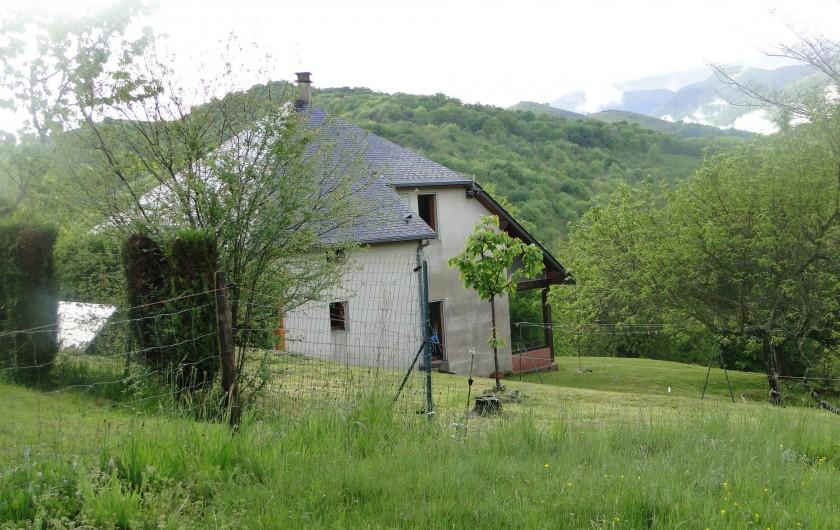 Location de vacances - Chalet à Uzer - La maison vue du Nord ouest