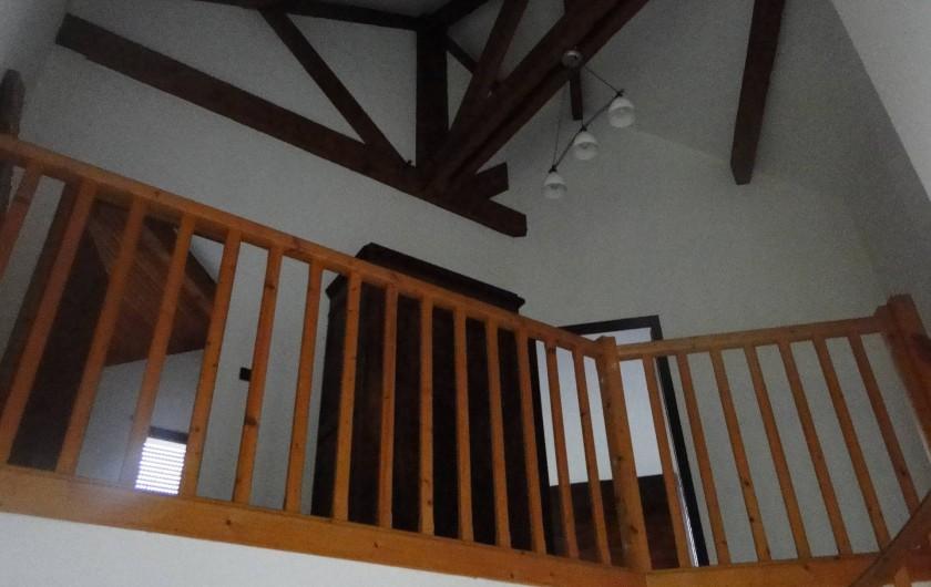Location de vacances - Chalet à Uzer - Mezzanine ou se situe 3 chambres