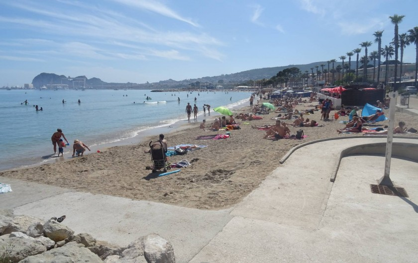 Location de vacances - Appartement à La Ciotat - La grande plage de sable