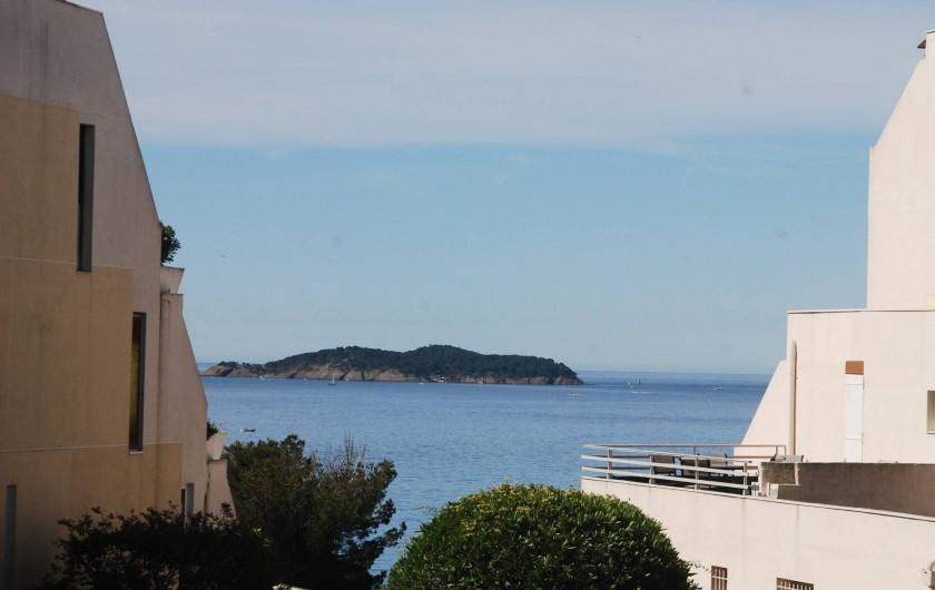 Location de vacances - Appartement à La Ciotat - L'île verte vus de la résidnece