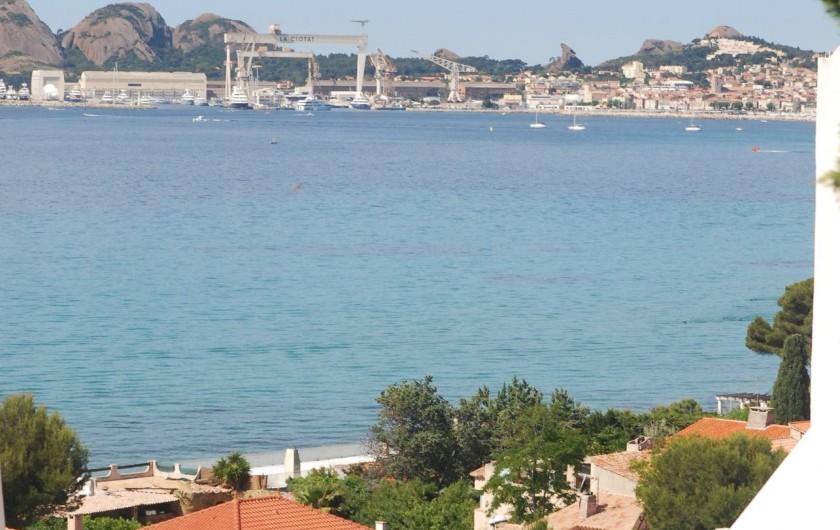 Location de vacances - Appartement à La Ciotat - La bais de La Ciotat vue du balcon