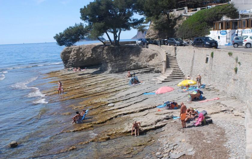 Location de vacances - Appartement à La Ciotat - La plage des rochers plats et lisses