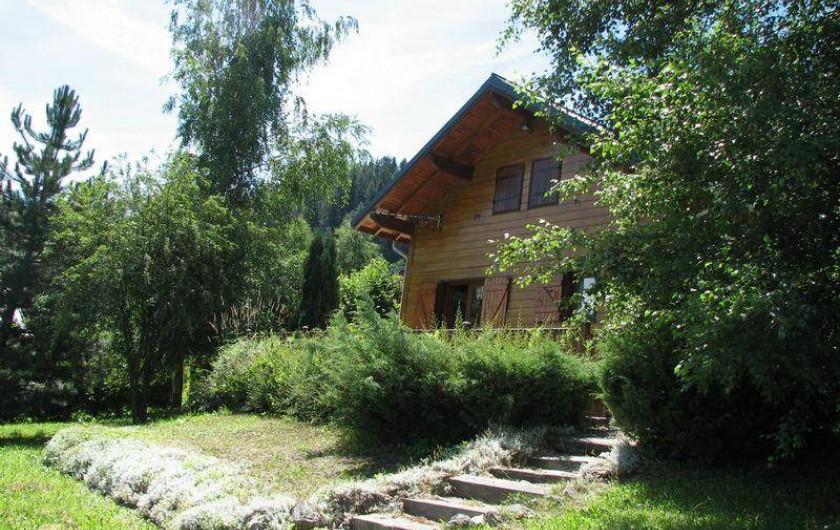 Location de vacances - Chalet à Saint-Pancrace - MAGNIFIQUE JARDIN