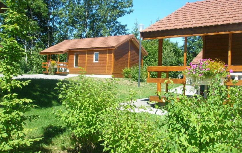 Location de vacances - Chalet à Saint-Laurent-en-Grandvaux - 10 chalets en location dans le camping de St Laurent