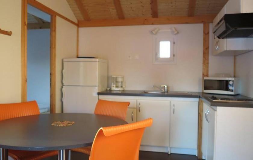 Location de vacances - Chalet à Saint-Laurent-en-Grandvaux - Location de chalet: Espace cuisine