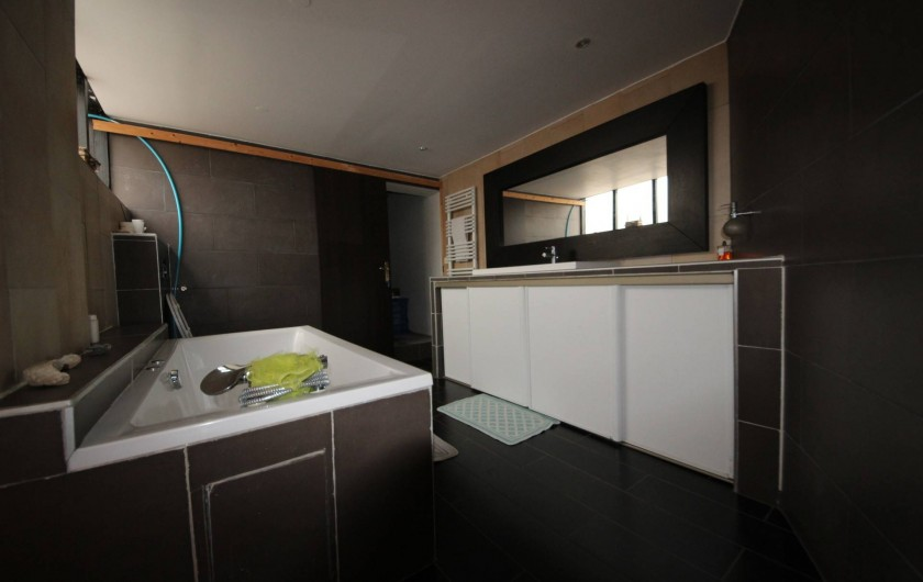 Location de vacances - Villa à Aubervilliers - Salle de bain avec baignoire