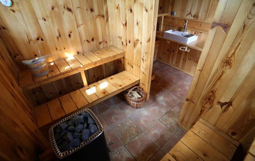 Location de vacances - Gîte à Coucouron - Sauna 8 personnes. Poêle à bois.