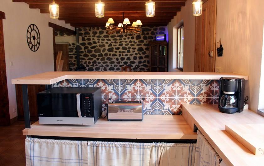 Location de vacances - Gîte à Coucouron - Une cuisine américaine entièrement équipée !