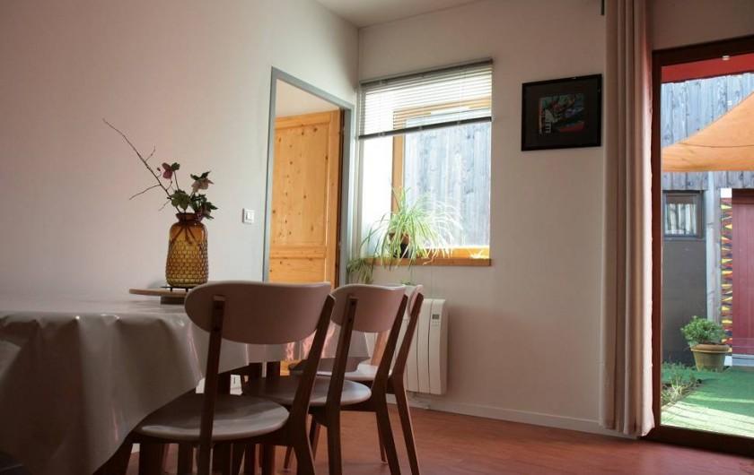 Location de vacances - Gîte à La Chapelle-aux-Filtzméens - La maison de la passerelle coin repas