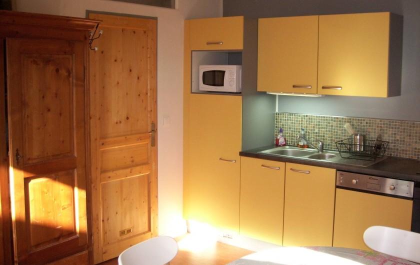Location de vacances - Gîte à La Chapelle-aux-Filtzméens - la maison de la passerelle cuisine équipée