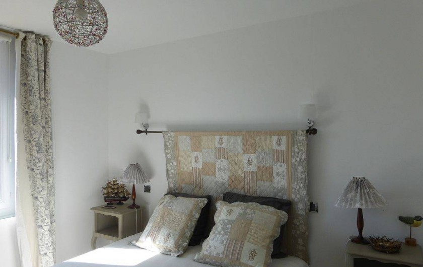 Location de vacances - Appartement à Villerville - chambre avec 2 lits cote a cote televiseur