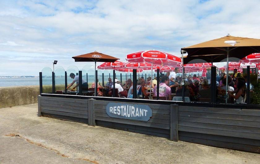 Location de vacances - Appartement à Villerville - restaurant sur la plage