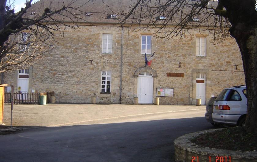 Location de vacances - Villa à Azerat - Mairie