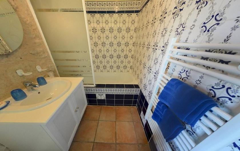 Location de vacances - Gîte à Dondas - salle de bains baignoire wc