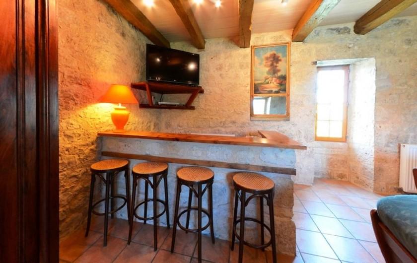 Location de vacances - Gîte à Dondas - bar tv écran plat dans le salon