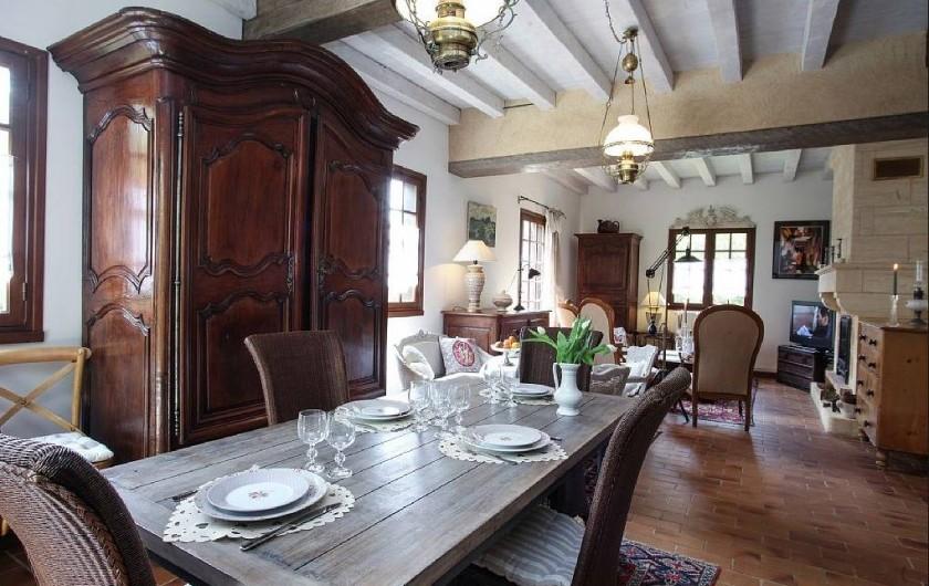 Location de vacances - Villa à Vezac - Pièce salon salle à manger