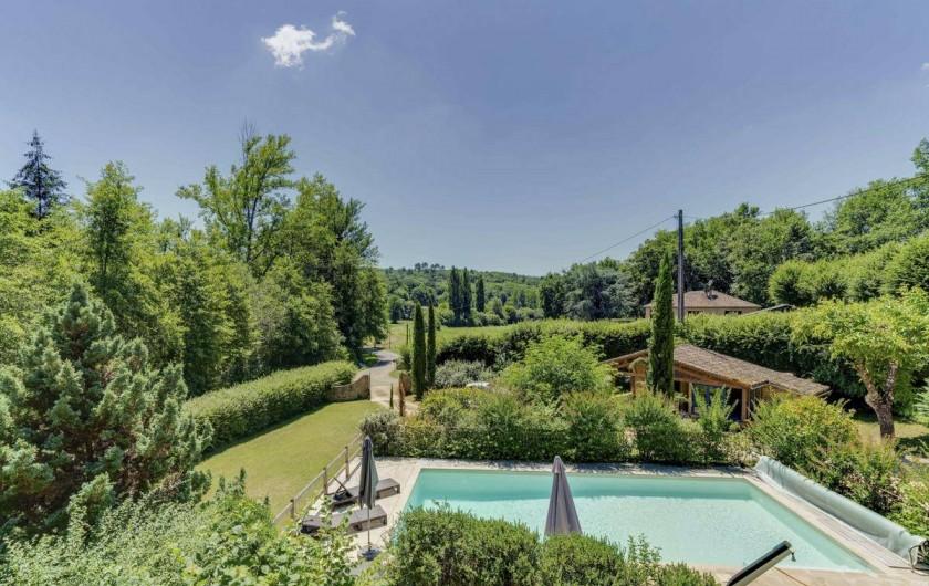 Location de vacances - Villa à Vezac - piscine,vue sur le jardin