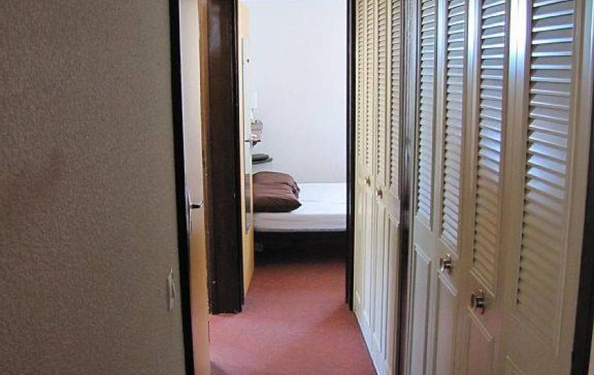 Location de vacances - Appartement à Les Menuires - couloir d'accès chambres, salle de bains, et WC