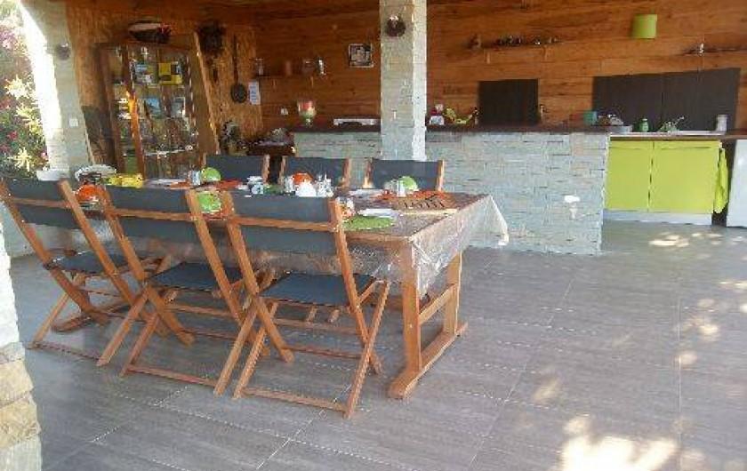 Location de vacances - Chambre d'hôtes à Rapale - Petit déjeuner dans la cuisine d'été