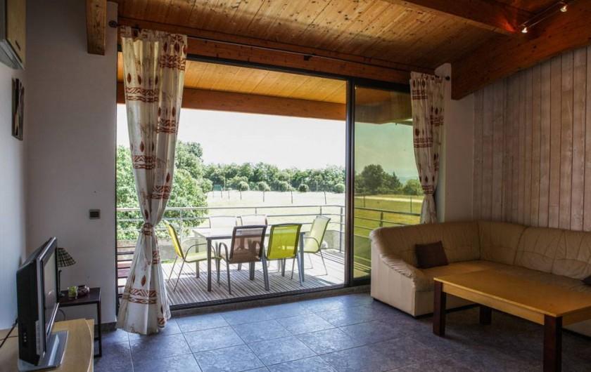 Location de vacances - Gîte à Villarzel-du-Razès - Apt OUEST - salon + terrasse
