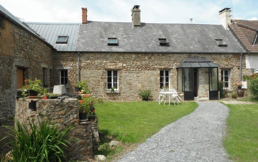 Location de vacances - Chambre d'hôtes à Saint-Patrice-de-Claids - façade de la maison