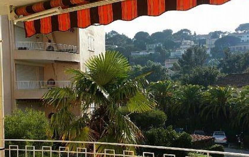 Location de vacances - Appartement à Cavalaire-sur-Mer - vue dégagée sur collines