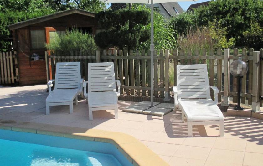 Location de vacances - Chambre d'hôtes à Monswiller - Piscine: Coin solarium