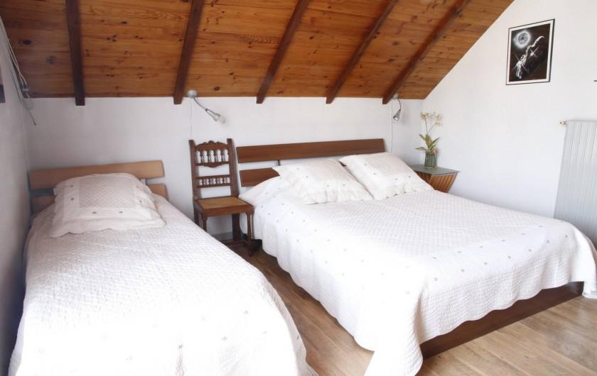 Location de vacances - Chambre d'hôtes à Monswiller - Chambre 2:  - 1 lit 100x200 (1 pers.) - 1 lit 140x200 (2 pers.)