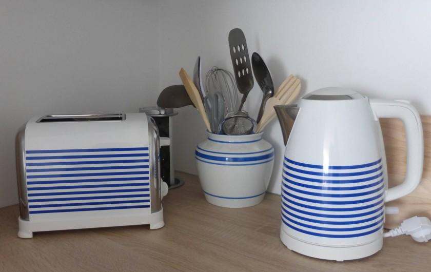 Location de vacances - Appartement à Canet-en-Roussillon - Même les ustensiles en bleu et blanc