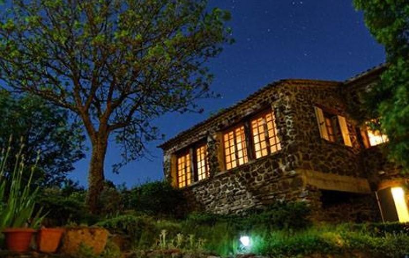 Location de vacances - Gîte à Rochessauve - Cottage by night