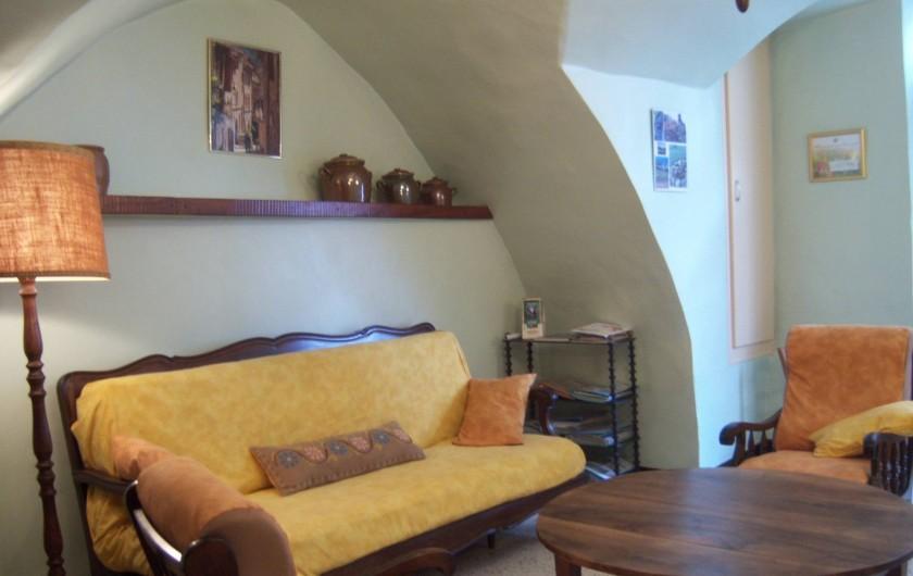 Location de vacances - Gîte à Montpeyroux - entrée-salon