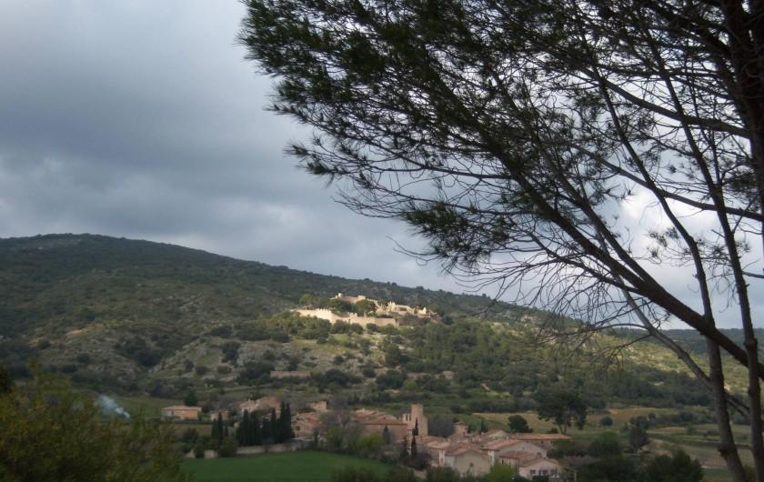 Location de vacances - Gîte à Montpeyroux - Le castelas, ruines de château fort au dessus du village
