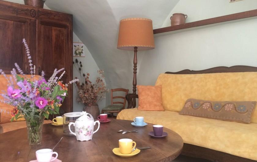 Location de vacances - Gîte à Montpeyroux - café au salon