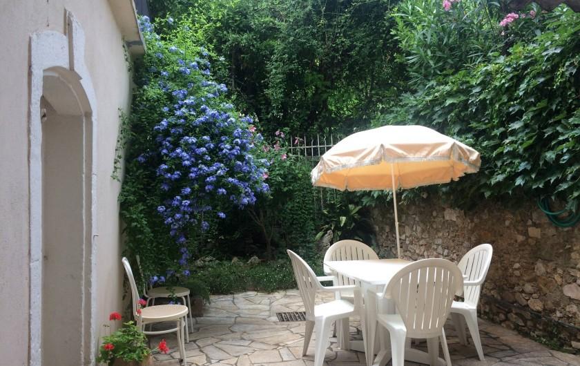Location de vacances - Gîte à Montpeyroux - cour