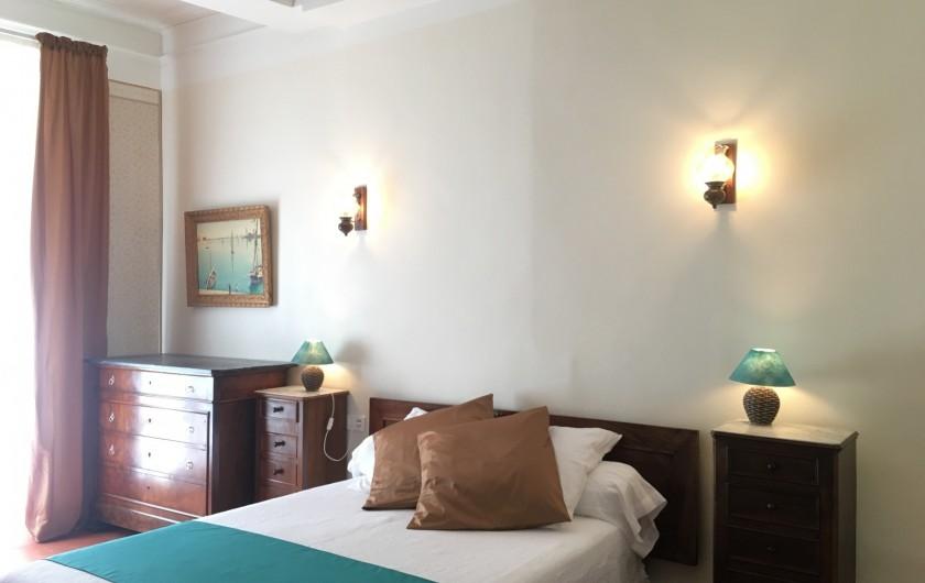 Location de vacances - Gîte à Montpeyroux - chambre lit deux personnes