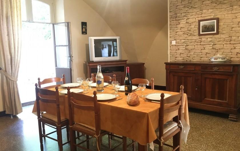 Location de vacances - Gîte à Montpeyroux - séjour vers cour