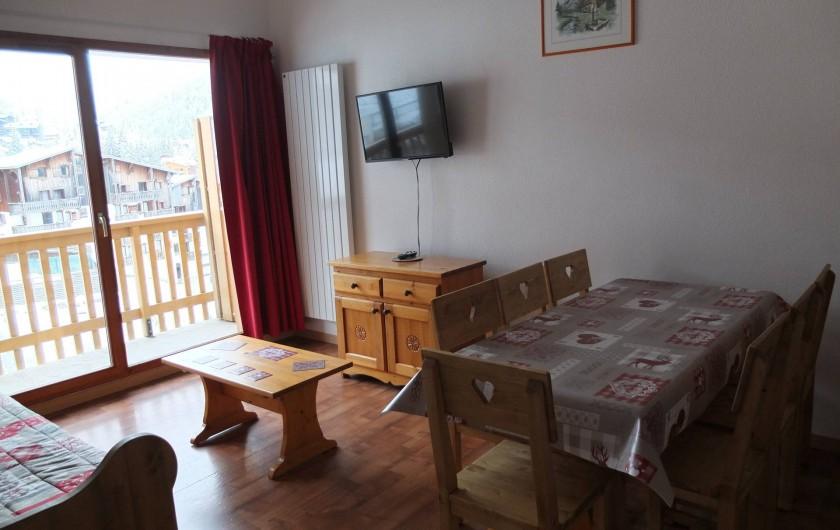 Location de vacances - Appartement à Station de Valfréjus - séjour avec banquette gigogne 2 couchages