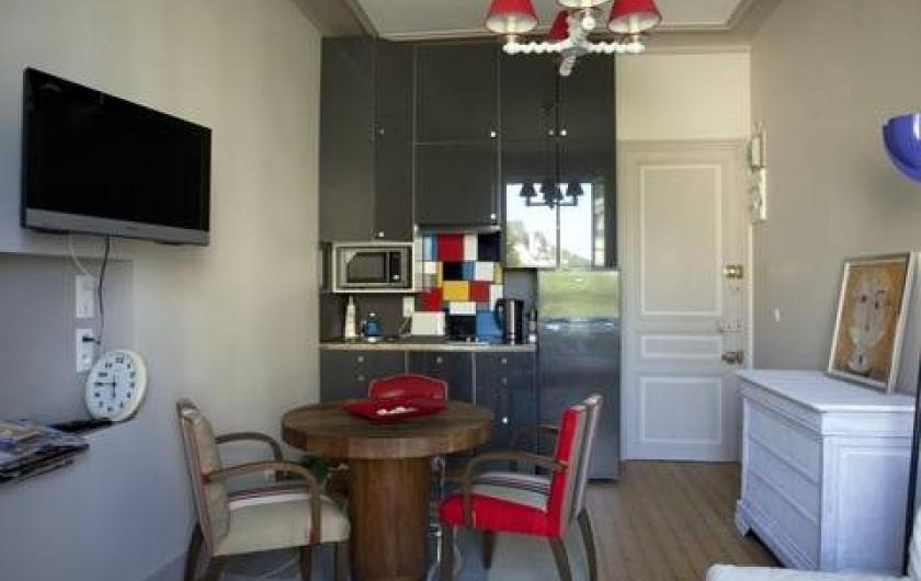 Location de vacances - Appartement à Trouville-sur-Mer - Salon avec cuisiné américaine
