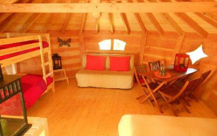 """Location de vacances - Cabane dans les arbres à Grandfontaine - Intérieur Cabane Tribu (2-4 couchages) """"L'Appel de la Forêt"""""""