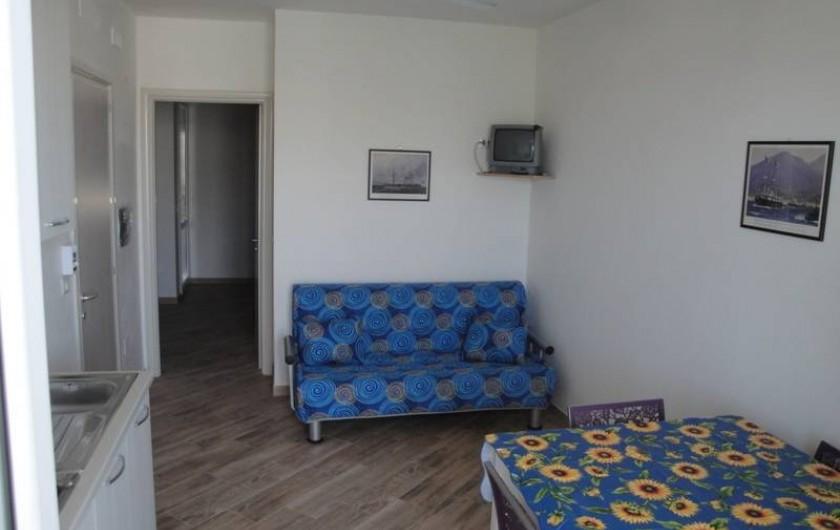 Location de vacances - Appartement à Torre San Giovanni - Salon et cuisine a l'américaine et canape lit double