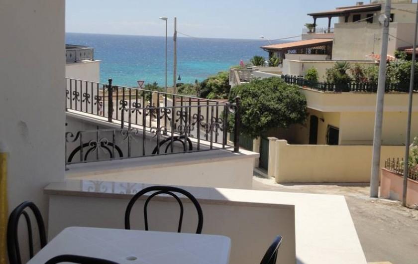Location de vacances - Appartement à Torre San Giovanni - balcon avec vue sur la mer