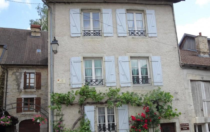 """Location de vacances - Chambre d'hôtes à Lods - La Maison """"Cheznous-Lods"""""""
