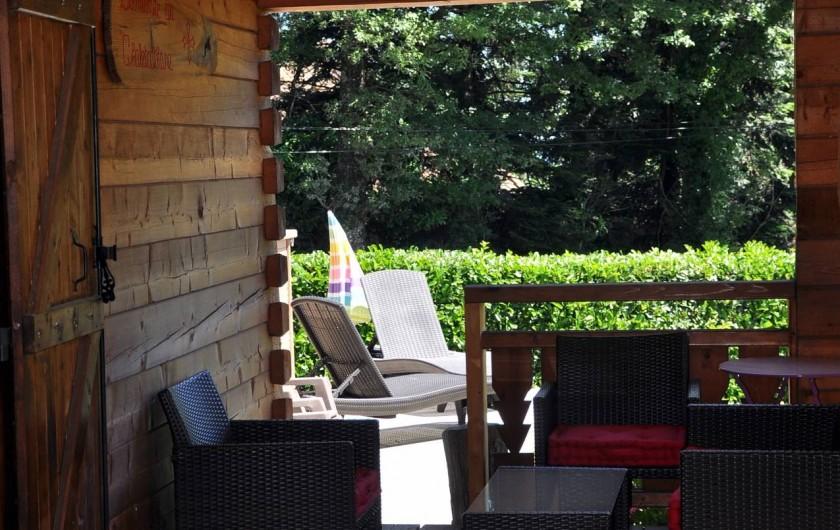 Location de vacances - Chalet à Saissac - Le salon de jardin.