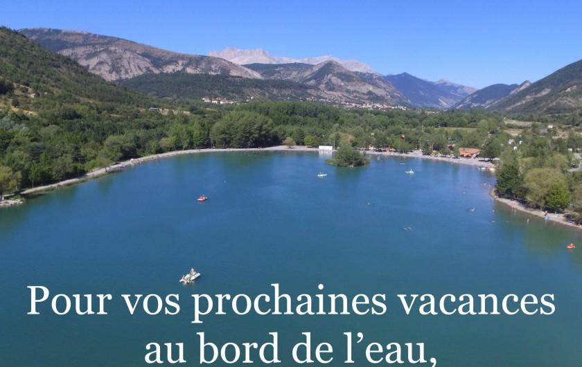 Location de vacances - Chalet à Veynes - Notre camping est au bord de ce petit lac