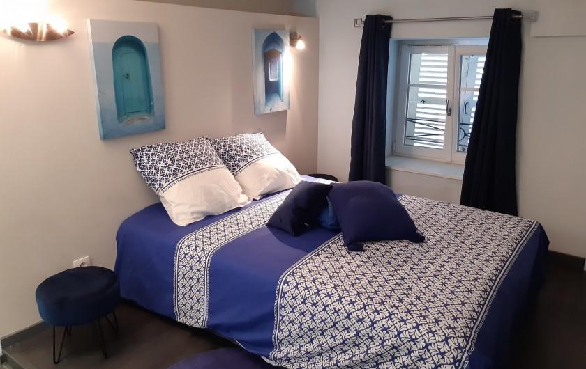 Location de vacances - Appartement à Beaune - 1ère chambre pour y faire des rêves en bleu !