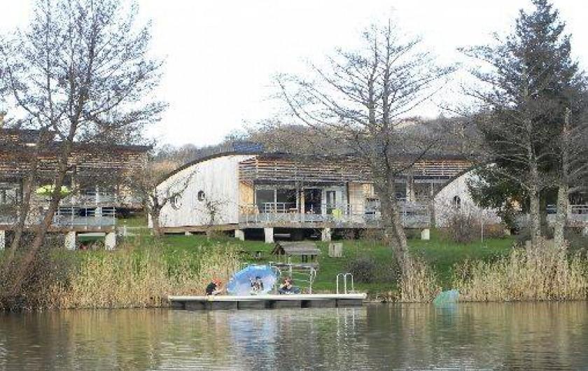 Location de vacances - Chalet à Menet - Ponton des canoés et pédalo
